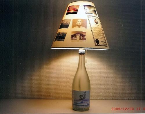 「アラスカ物語」の空ビンがライトスタンドに 日本国内 友人(幅泰治氏)にプレゼントした『氷河吟醸
